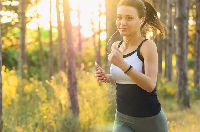 האזנה למוזיקה בזמן ריצה
